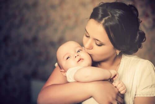 Como a identidade da mulher muda com a maternidade?