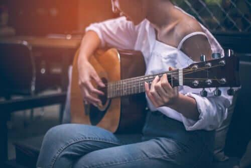 Tocar um instrumento musical