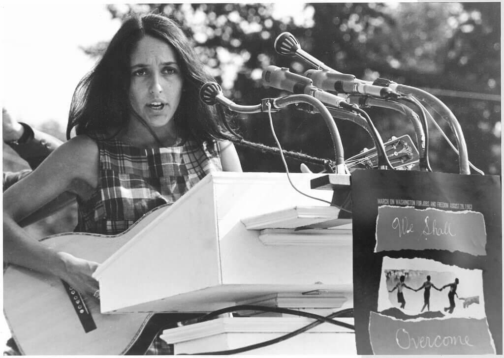 Joan Báez fazendo discurso