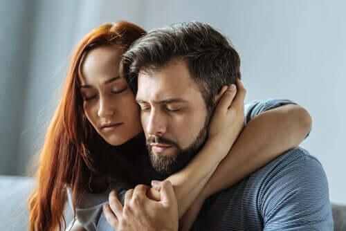 Casal com sentimentos profundos
