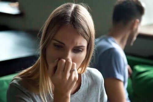 Mulher triste após briga com o marido