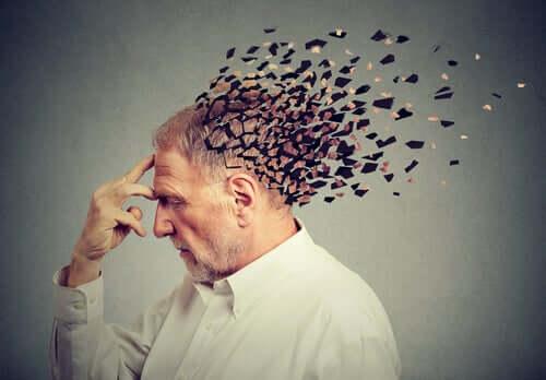Homem com o cérebro se despedaçando