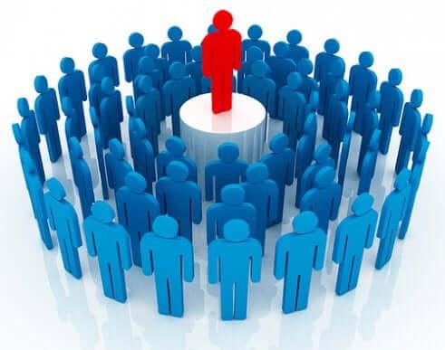Equipe de trabalho com um líder autocrático