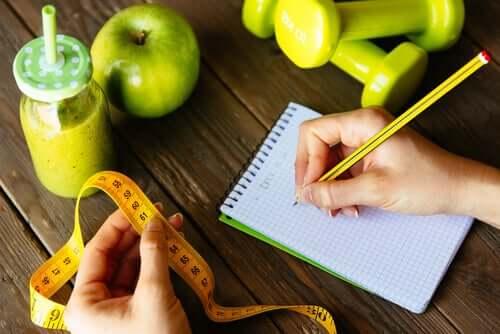 Mulher contando calorias