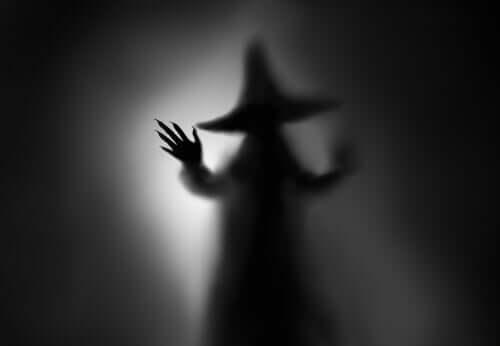 Silhueta de bruxa