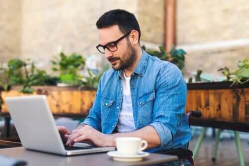 Prós e contras do trabalho à distância: liberdade ou isolamento?