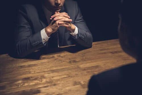 Interrogatório em psicologia criminal