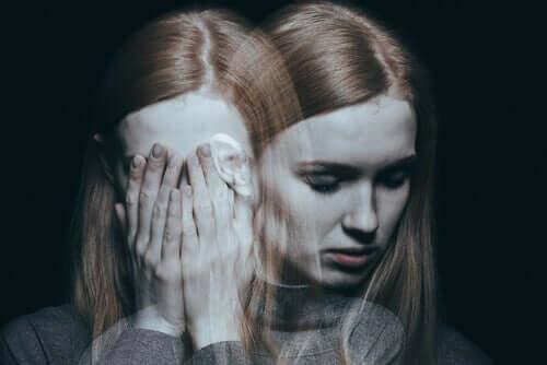 Jovem com esquizofrenia