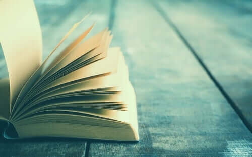 Livro aberto com história inspiradora