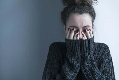 Mulher com transtorno psiquiátrico