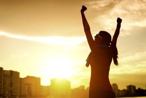 Mulher motivada por conquista pessoal