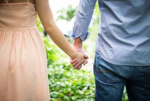 O estilo de apego na infância influencia os relacionamentos amorosos?