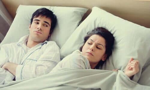 Ir para a cama irritado ou preocupado é um péssimo hábito