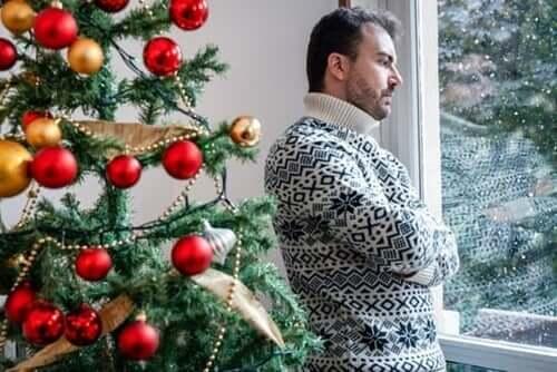 Homem incomodado no Natal