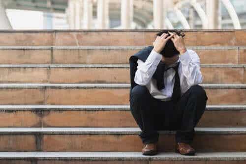 Qual é a relação entre saúde e desemprego?