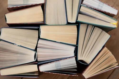 Livros antigos reunidos