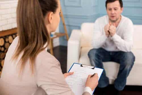 Psicóloga com paciente autista