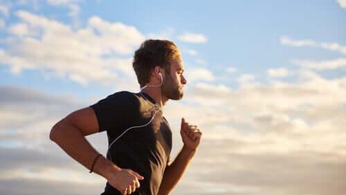 4 benefícios da música na atividade física, segundo a ciência