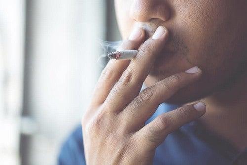 Fumar aumenta risco de complicações em caso de infecção por coronavírus