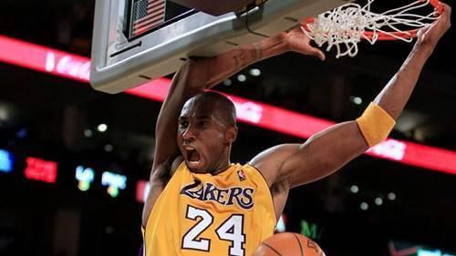 Kobe Bryant jogando