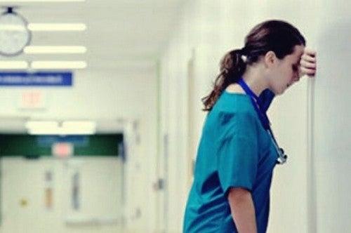 Os profissionais de saúde precisam de atendimento psicológico