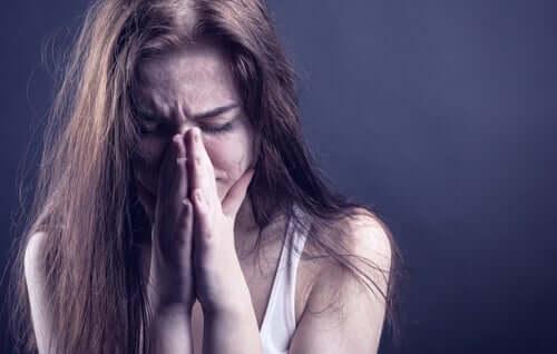 Mulher que sofre maus-tratos