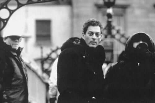 Paul Auster em preto e branco