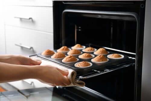 Bolinhos saindo do forno