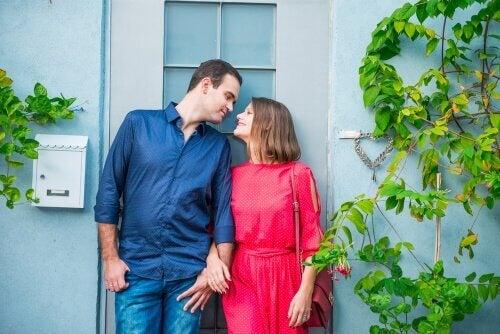 Casais LAT: viver separados pode beneficiar a relação?