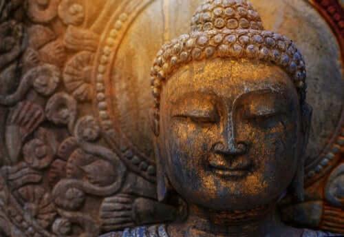Qual é a relação entre ego e budismo?
