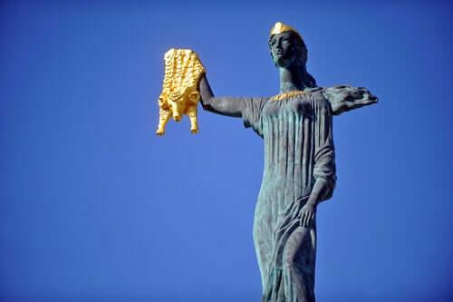 Estátua de Medeia