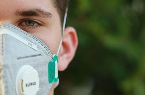 O impacto psicológico de ver o mundo através de uma máscara