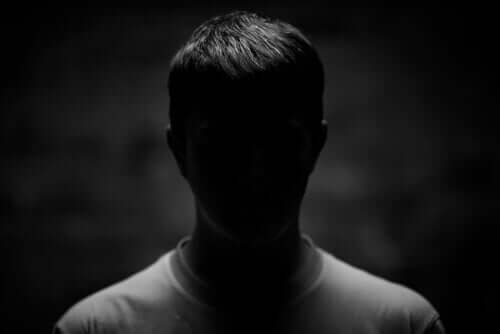 Homem na sombra