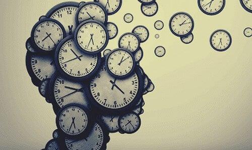 """Os dois """"relógios"""" cerebrais que nos permitem prever o futuro"""
