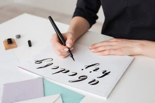 Lettering: um passatempo benéfico