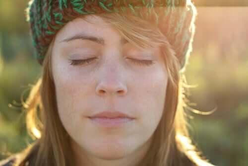 Conexão interior: para enxergar melhor é preciso fechar os olhos