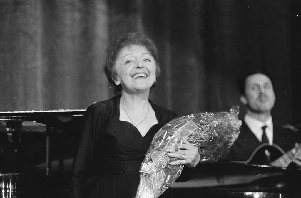 Édith Piaf, a biografia do pequeno pardal de Paris