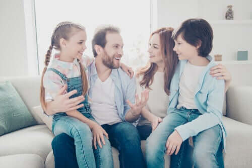 Família unida conversando