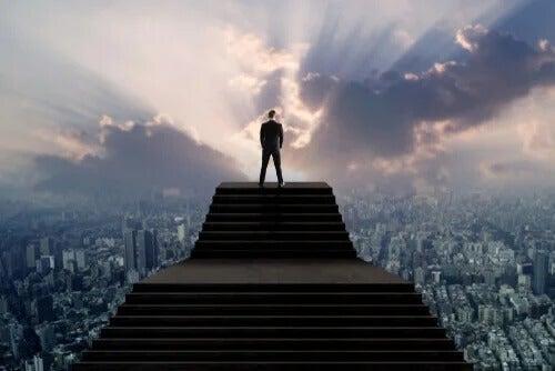 A síndrome do homem alto, uma forma de narcisismo