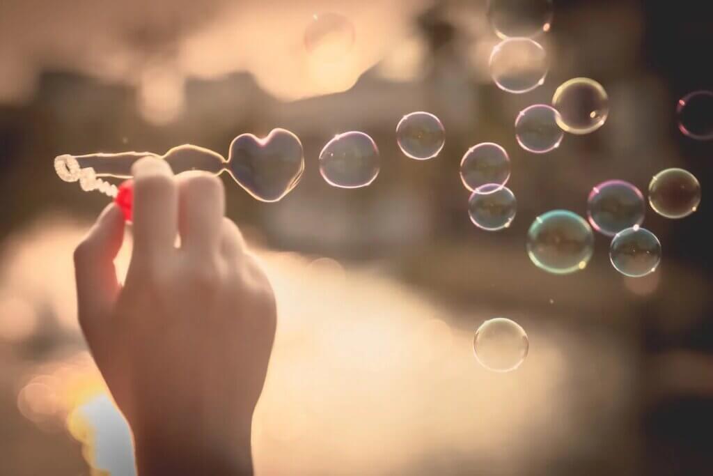 Bolhas de sabão em forma de coração