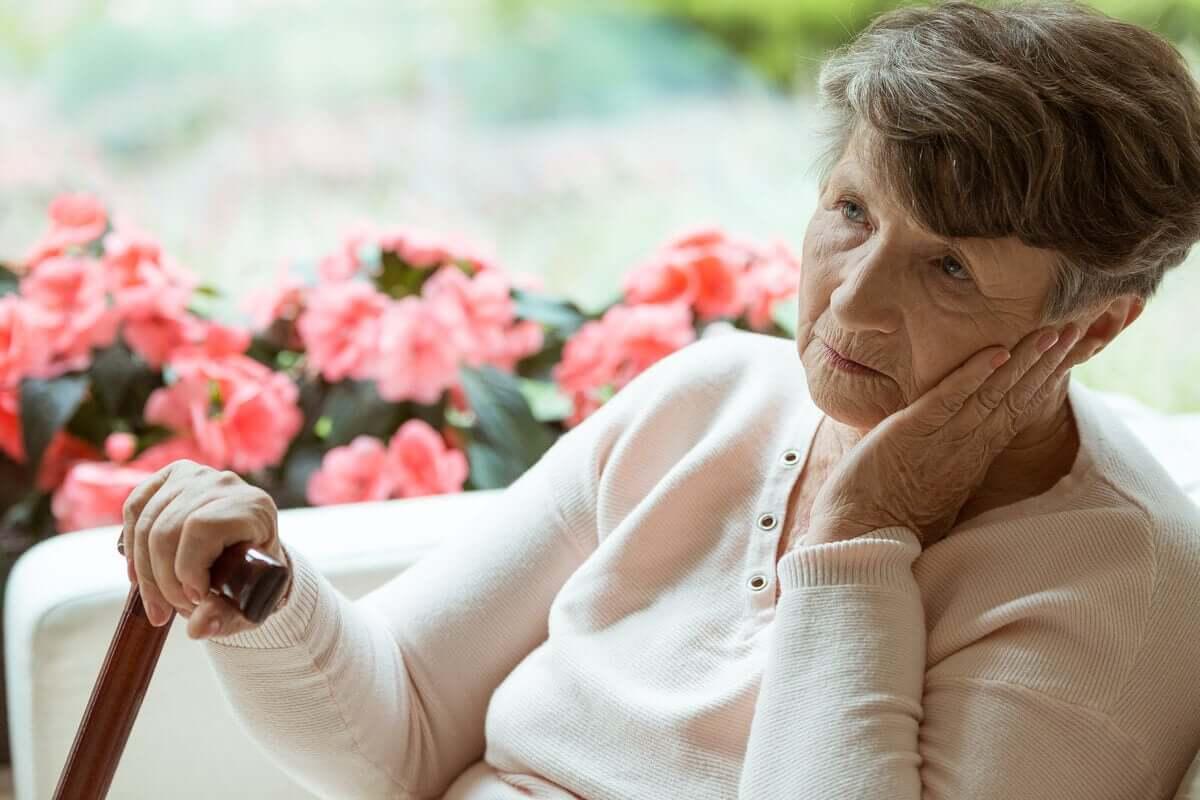 Senhora idosa com Alzheimer