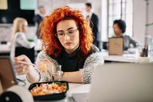 Comer por tédio: por que fazemos isso?