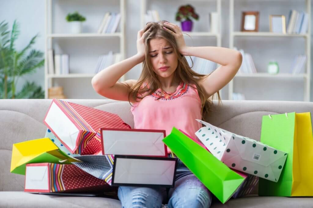 Mulher arrependida por compras