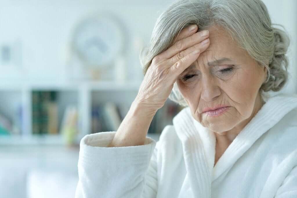 Síndrome confusional aguda ou delirium: sintomas, tipos e tratamento