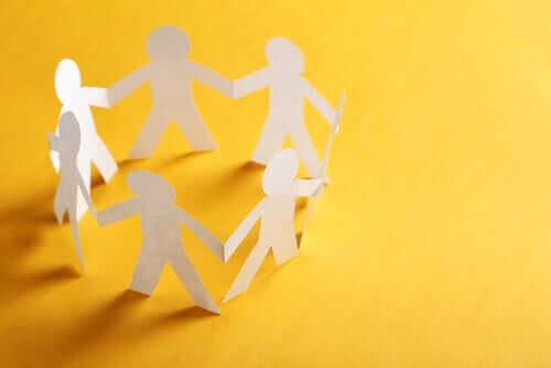 Psicologia comunitária: origens, características e fundamentos teóricos
