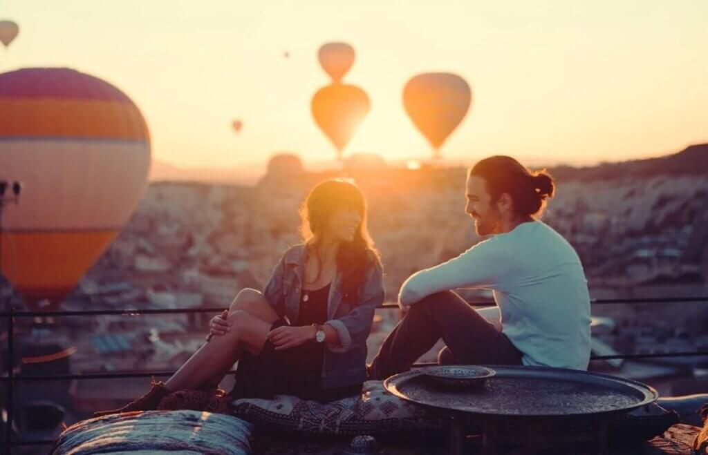 Balões no pôr do sol
