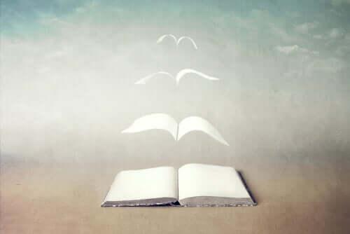 Livro com páginas voando
