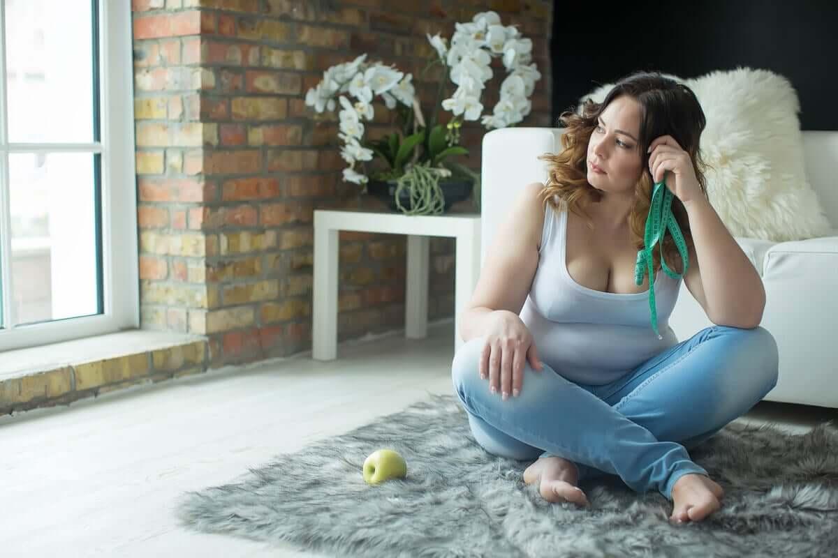 Mulher frustrada com perda de peso