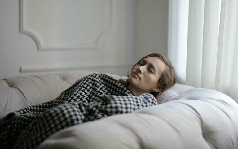 Eu só quero dormir: possíveis causas e o que fazer