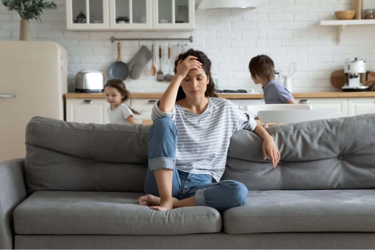 Mãe sem paciência com os filhos